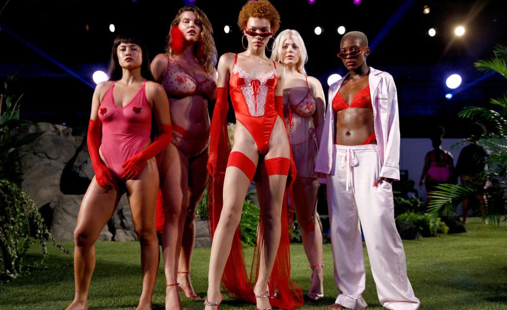 afb468a30 Algumas modelos conhecidas do público como Gigi e Bella Hadid e Slick  Woods